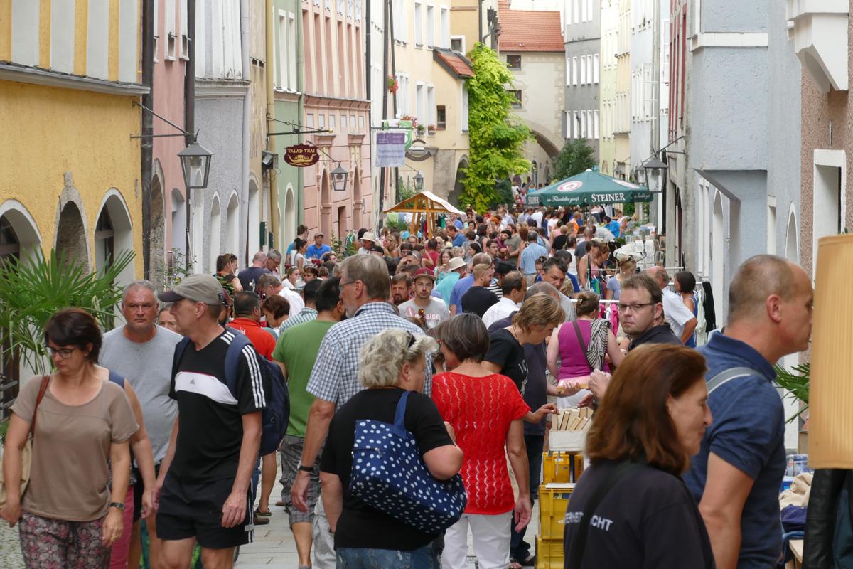Nachtflohmarkt In Burghausen