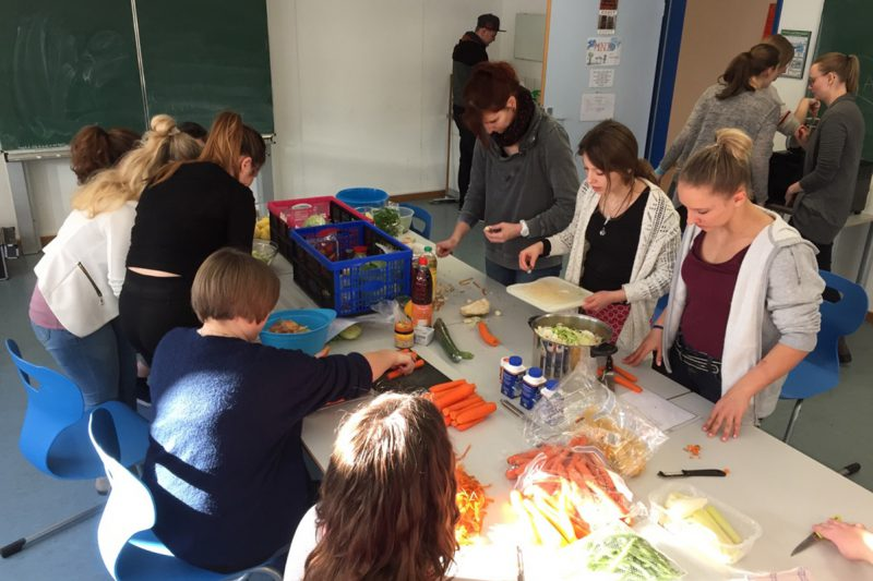 Studierende Der Fachakademie In Aktion Bei Der Tafelausgabe Am Grünen Markt