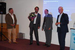 Bild von links: Fachbereichsleiter Sepp Ramstetter und sein Nachfolger Stefan Rösler mit Geschäftsführer Andreas Karau und Dekan Peter Bertram.