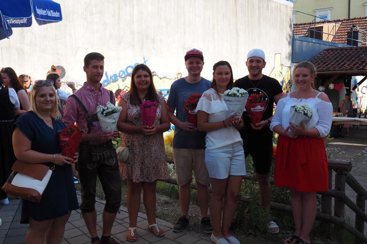 Als Dankeschön Für Das Engagement Erhielten Die Kurssprecher Blumen.