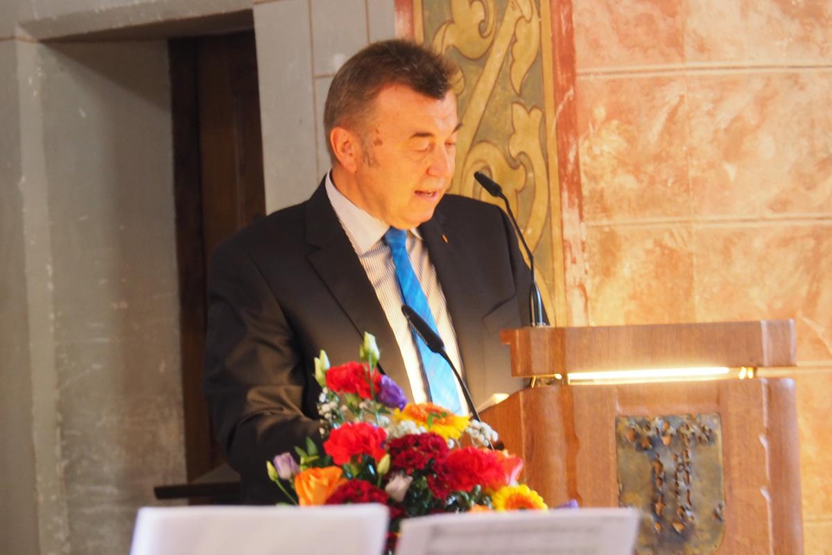 """""""Jeder Mensch Braucht Eine Wohnung!"""" – Herbstsammlung Der Diakonie Mit Festgottesdienst In Der Evangelischen Auferstehungskirche Traunstein Eröffnet"""