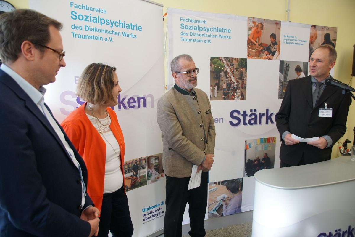 Tageszentrumsleiter Ludwig Doben (rechts) Begrüßt (von Links) MdL Dr. Martin Huber, Bezirksrätin Claudia Hausberger Und Zweiter Bürgermeister Richard Fischer.