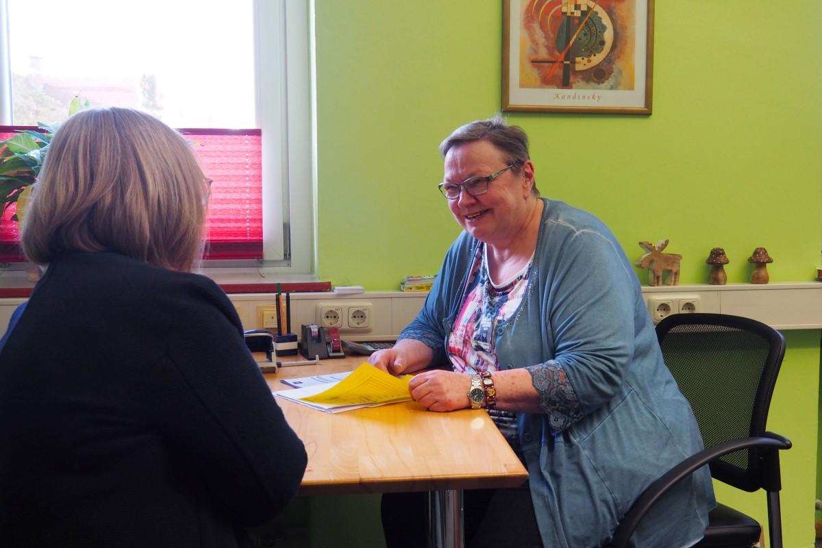 Gemeinsam Wege Aus Der Schuldenfalle Finden. Sozialpädagogin Monika Thor Berät.