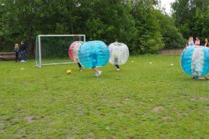 Intensive Spielszenen gab es beim Bubble Soccer zu sehen.